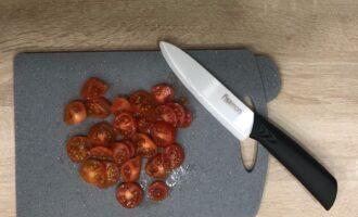 Шаг 5: Нарежьте помидоры.