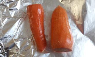 Шаг 2: Заверните по отдельности свеклу, морковь и картофель в фольгу.