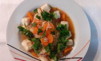 Шаг 9: Порезанную зелень к блюду добавьте непосредственно перед подачей на стол. Приятного аппетита.