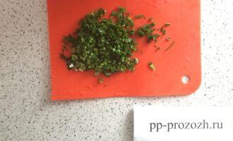 Шаг 4: Измельчите зелень.