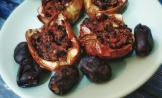 Яблоки запеченные с сухофруктами