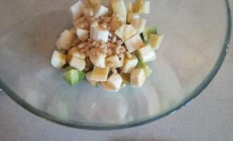 Шаг 4: Добавьте кедровые орехи.
