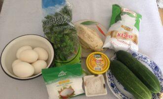 Шаг 1: Приготовьте все продукты по списку ингредиентов. Филе отварите заранее.