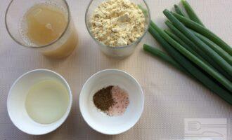 Шаг 1: Приготовьте ингредиенты. Вымойте лук.