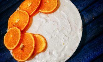 Шаг 14: Нарежьте апельсины тонко и выложите сверху. Готово.