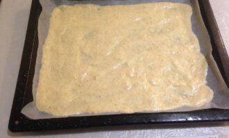 Шаг 5: Выложите тесто на силиконовый коврик или пекарскую бумагу в форме квадрата, толщиной около 1 см. Выпекайте всего 10 мин. при температуре 180°С