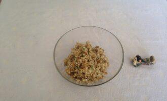 Шаг 7: Готовые грибы выложите в салатницу и подавайте к столу.