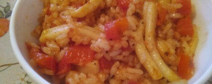 Кальмары обжаренные с рисом и овощами