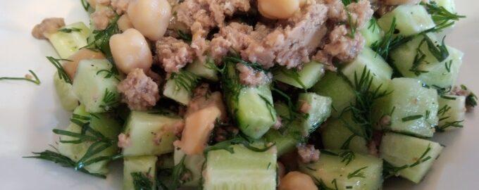 Салат с тунцом и нутом для похудения