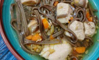 Овощной суп с курочкой и лапшой соба