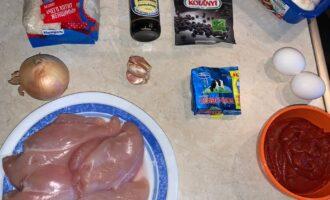 Шаг 1: Подготовьте все ингредиенты, которые требуются для приготовления блюда.